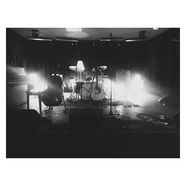 Live acoustic show with @yeswemystic playing some tracks at @thatgoodwill. #Winnipeg #Canada #livemusic #localband #lamps #blackandwhite @sawdondance @katvitt