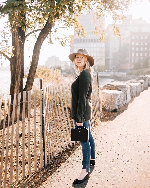 I love when the Fall light arrives in New York ✨ #witwhimsy #fallstyle #dumbo 📷 @carterfish