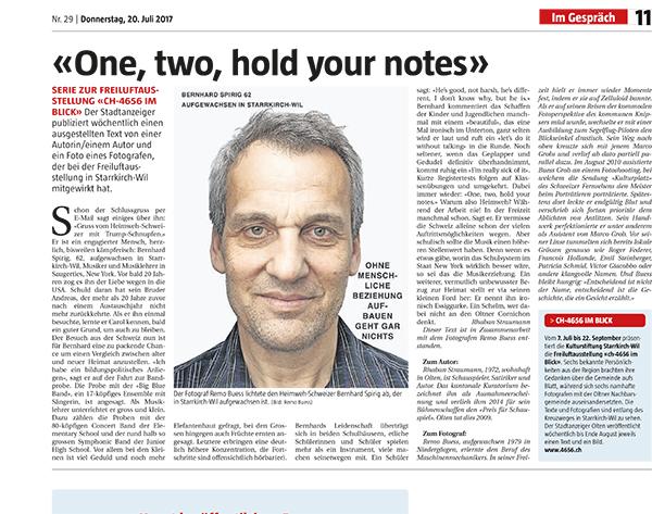 «One, two, hold your notes» - Schon der Schlussgruss per E-Mail sagt einiges über ihn: «Gruss vom Heimweh-Schweizer mit Trump-Schnupfen.»… SERIE zu unserer Freiluftausstellung «ch-4656 im Blick» im Stadtanzeiger. Wöchentlich wird ein ausgestellter Text von einer Autorin/ einem Autor und ein Foto eines Fotografen veröffentlicht. Dieser Beitrag ist geschrieben von Rhaban Straumann und mit Fotografien von Remo Buess.