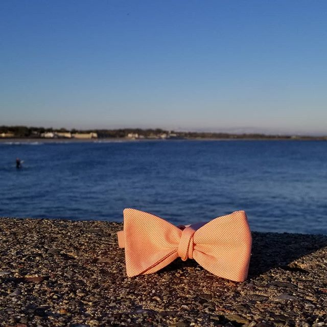 No filter needed! Gorgeous day in Narragansett, RI along the 60° water! The Edgewater Lane is a perfect bowtie to match any sunset 😲!