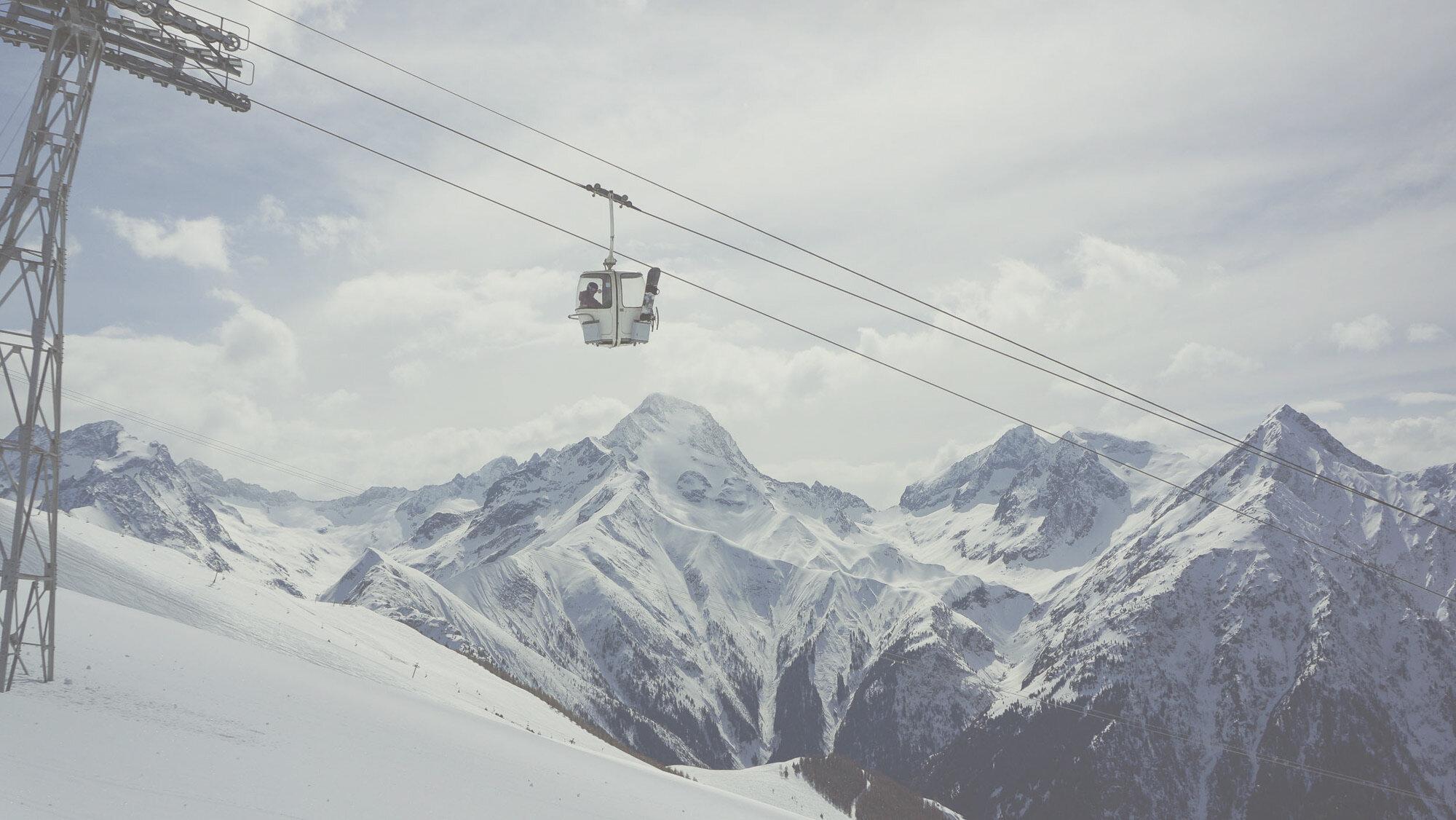 ski-chalet-holiday-explore-resort.jpg