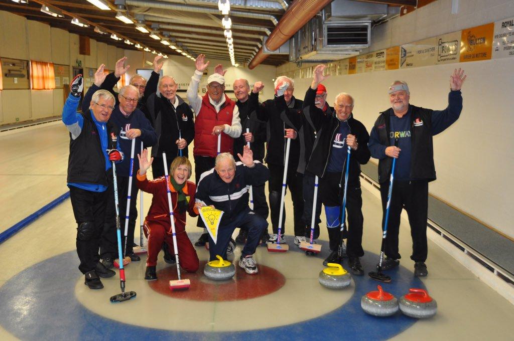 Veteranene våre med besøk fra Nrk. Tilsammen er denne gjengen eldre enn kristendommen i Norge.