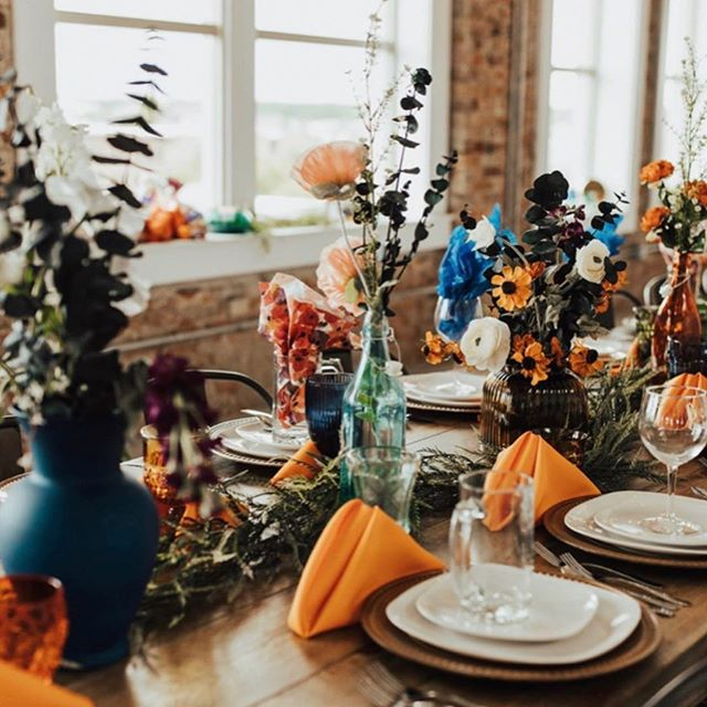 Make a bold statement with COLOR. 🎨 Adding color to your space adds a pop of excitement It can also help bring your personality to life at your special event. 💛  What do you think?!————————————————————————#utahweddingvenue #utahwedding #weddinginspiration #floral #weddingflowers #color #wednesdaymotivation #wedding #bridetobe2019