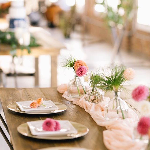 It's all in the details. 💡  A beautiful space is important, but the details are what make it special. From arrangements, to cakes and everything in between, we can help make your day special. 💛 ———————————————————————— DM us or stop by today to talk about how we can help bring your big day together & take away some of your stress.  #thisisogden #utahbrides #the5thfloor #utahweddingvenue #rockymountainbride #makemoments #weddingdecor #weddinginspiration #engagedtothedetails #shesaidyes