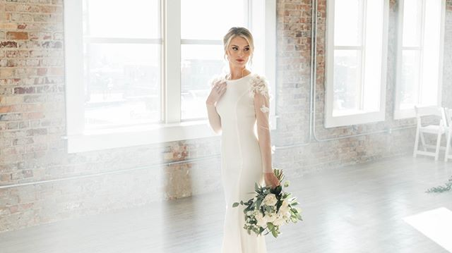 New video coming soon!⠀ -⠀ Photo: @dylantotaro ⠀ -⠀ #utahwedding #videography #weddingvideography #details #shootthedetails #couplesshoot #engagementshoot #dress #weddingdress #wedding #video