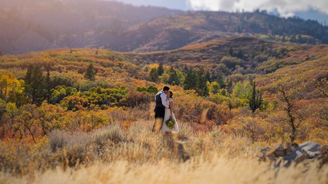 Picturesque doesn't even begin to describe this elopement and beautiful Fall colors 🍁 🍂 🍁  Photo: @dylantotaro . . . . #elopement #fallcolors #autumn #utahwedding#utahweddings#wedding #weddingdesign#weddingdetails #weddingdecor#weddingideas #weddinginspiration#weddinginspo #weddingday#weddingfun#weddingstyling #reception#outdoorwedding