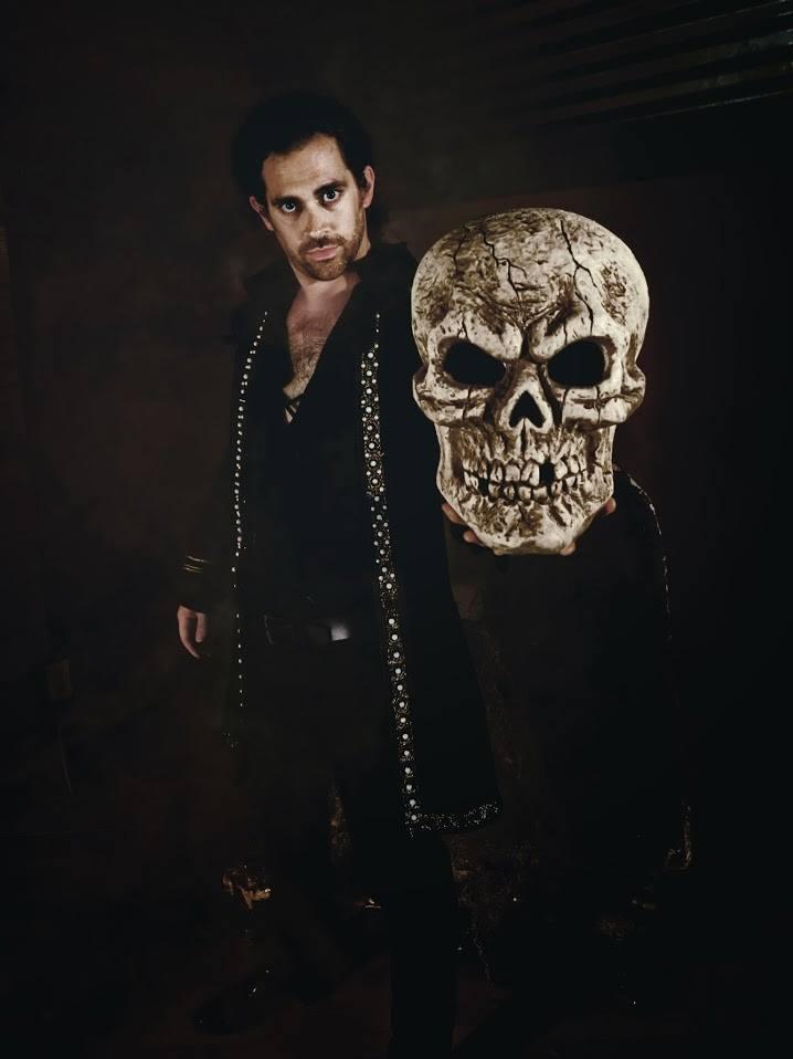 Hamlet (Aaron Echegaray)