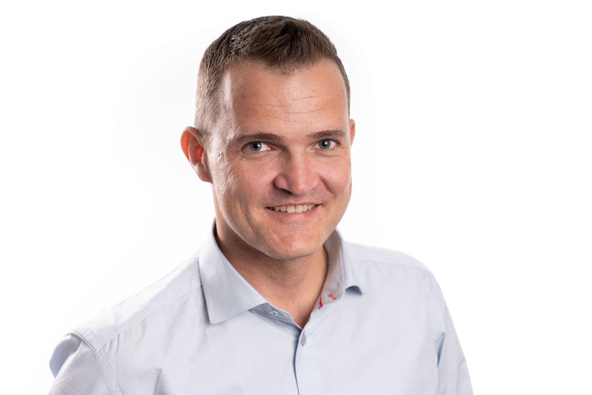 OM FORFATTEREN - Benny RasmussenSales manager