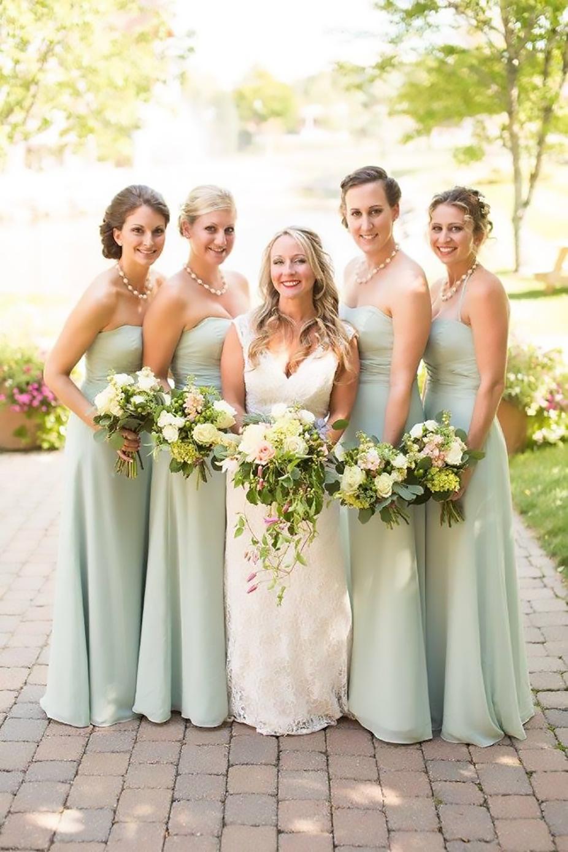 Ali and bridesmaids.jpg