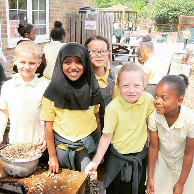 The first 2019 #OutdoorClassroomDay was two days ago! Over 1.7 million children and nearly 17 thousand schools were involved - WOW. 📚🌿 #playtimematters • 📸: @outdoorclassroomday