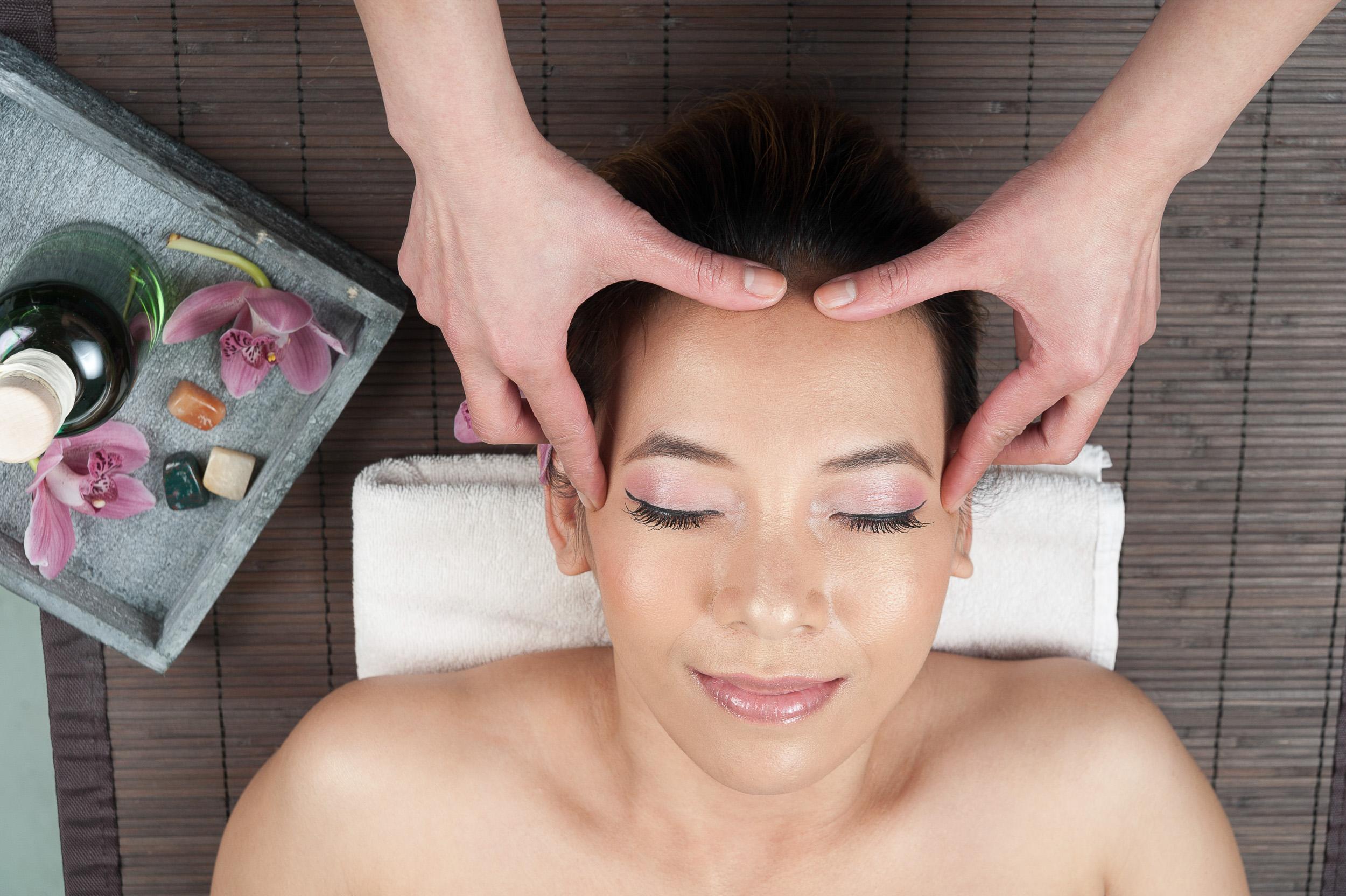 Aroma-Thai-Massage-Berlin-5Kopf-Massage.jpg