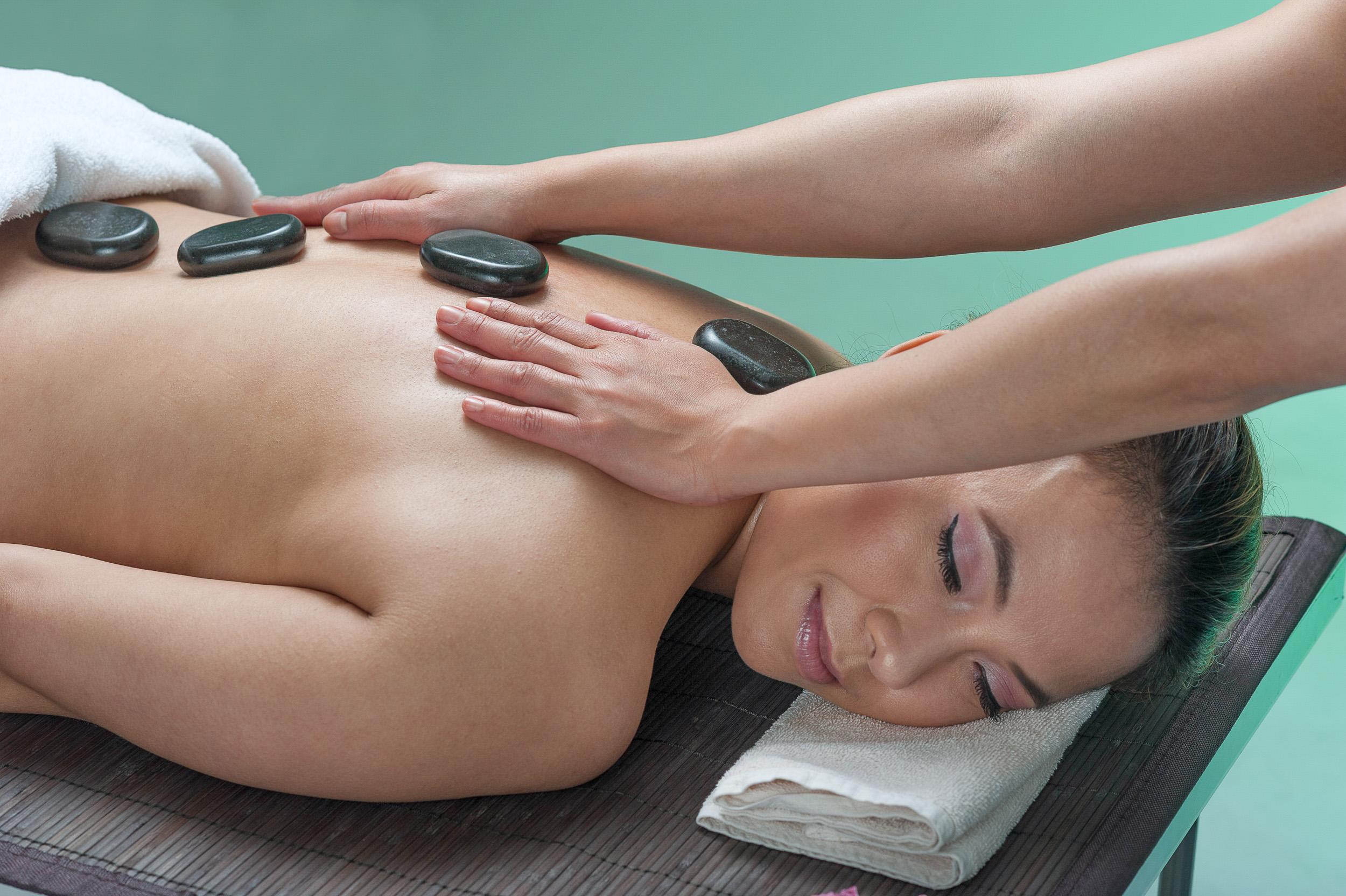 Aroma-Thai-Massage-Berlin-7Hot-Stone.jpg