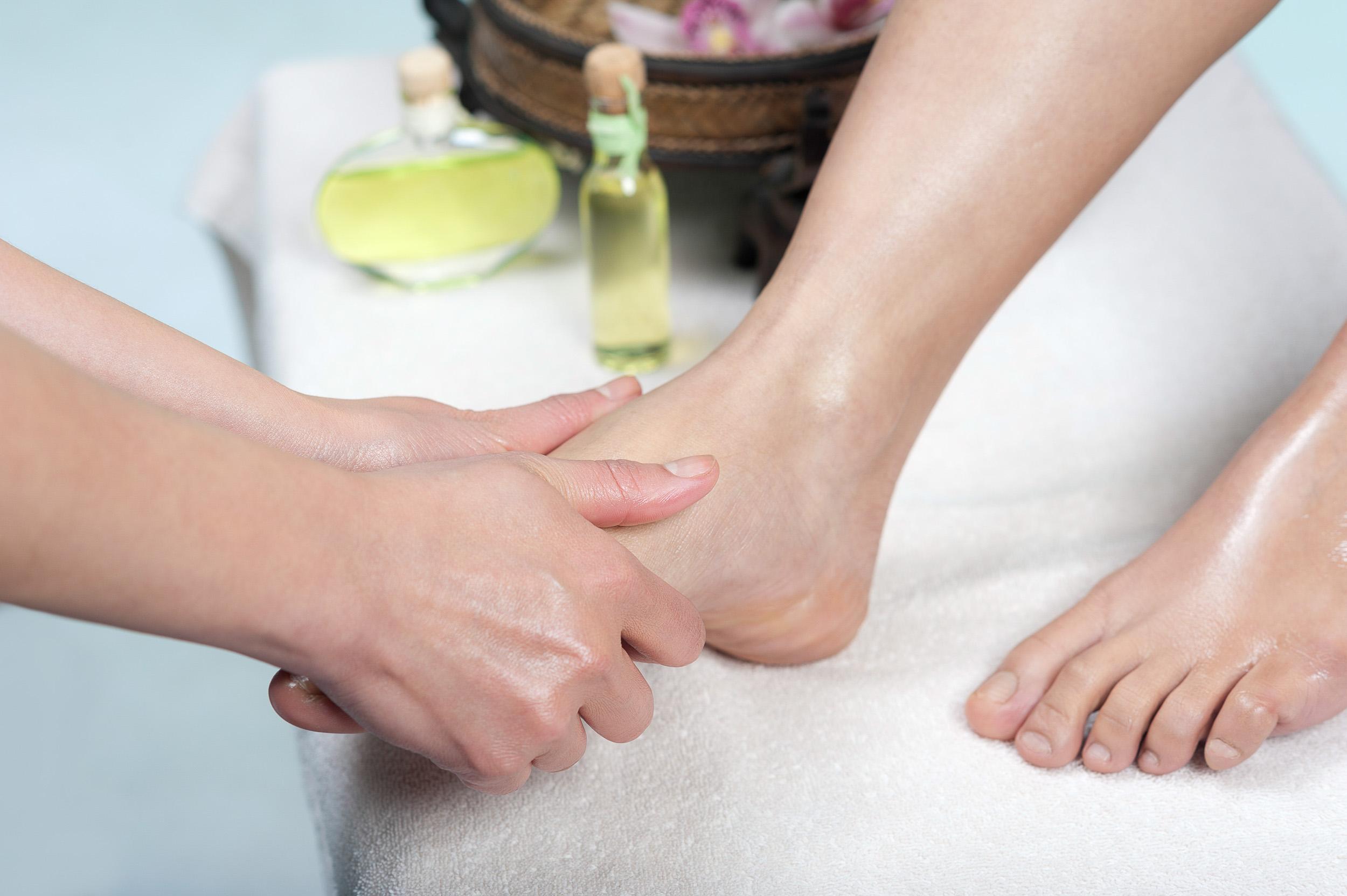 Aroma-Thai-Massage-Berlin-10Fuss-Massage.jpg