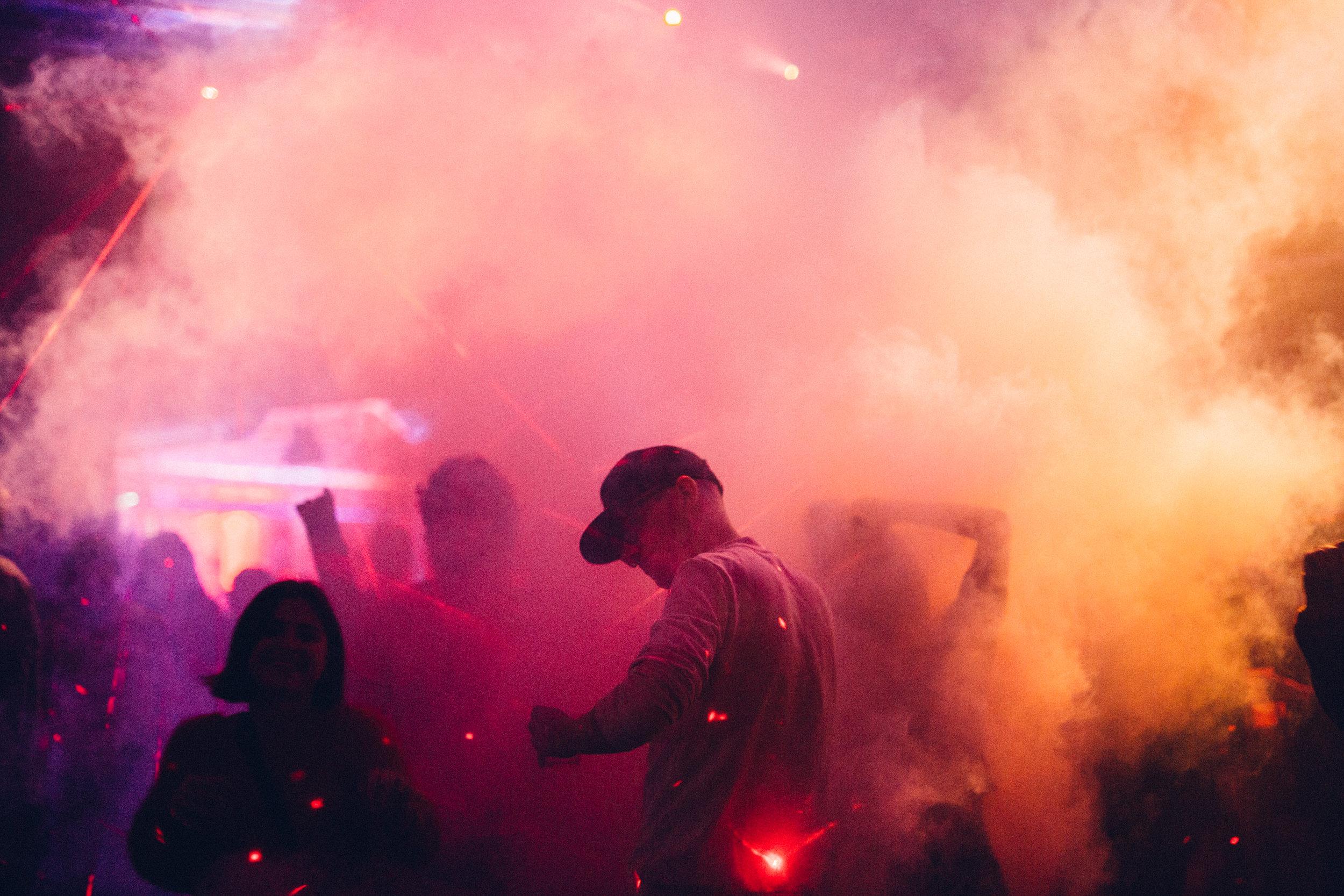 21-dancefloor smoke laser.jpg