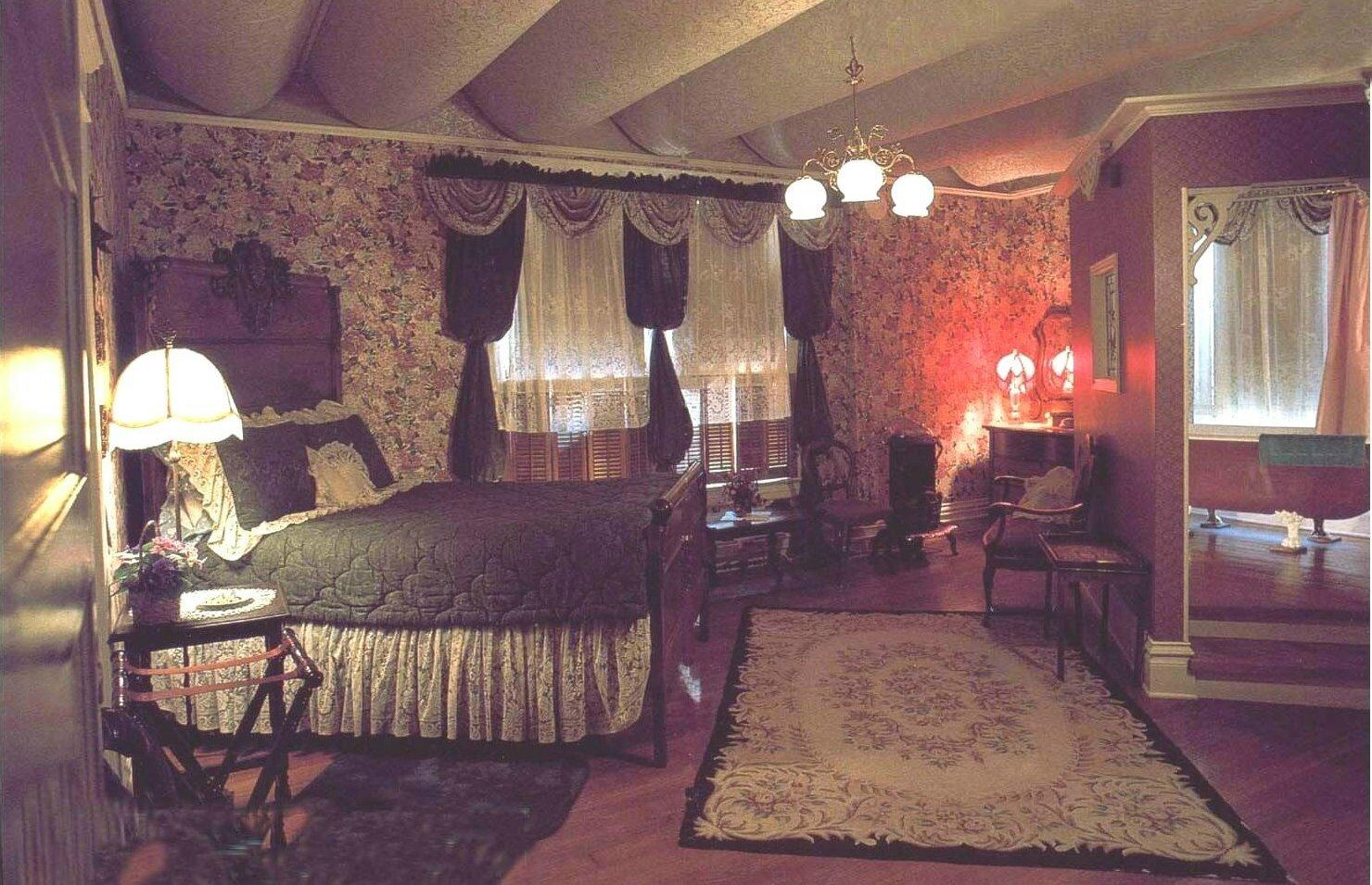 Miss Josie's Room (Head Mistress) missmollyshotel.com
