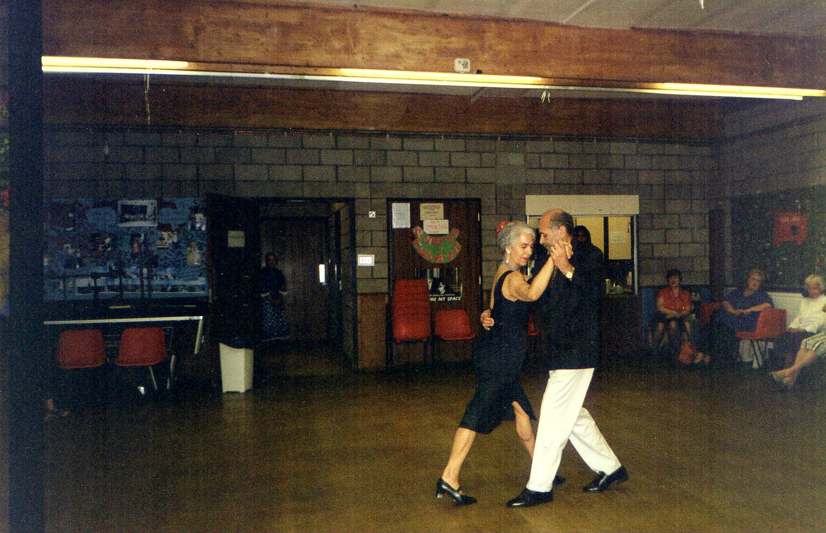 Photo 8 dancing_at_Islington_Senior_party.jpg