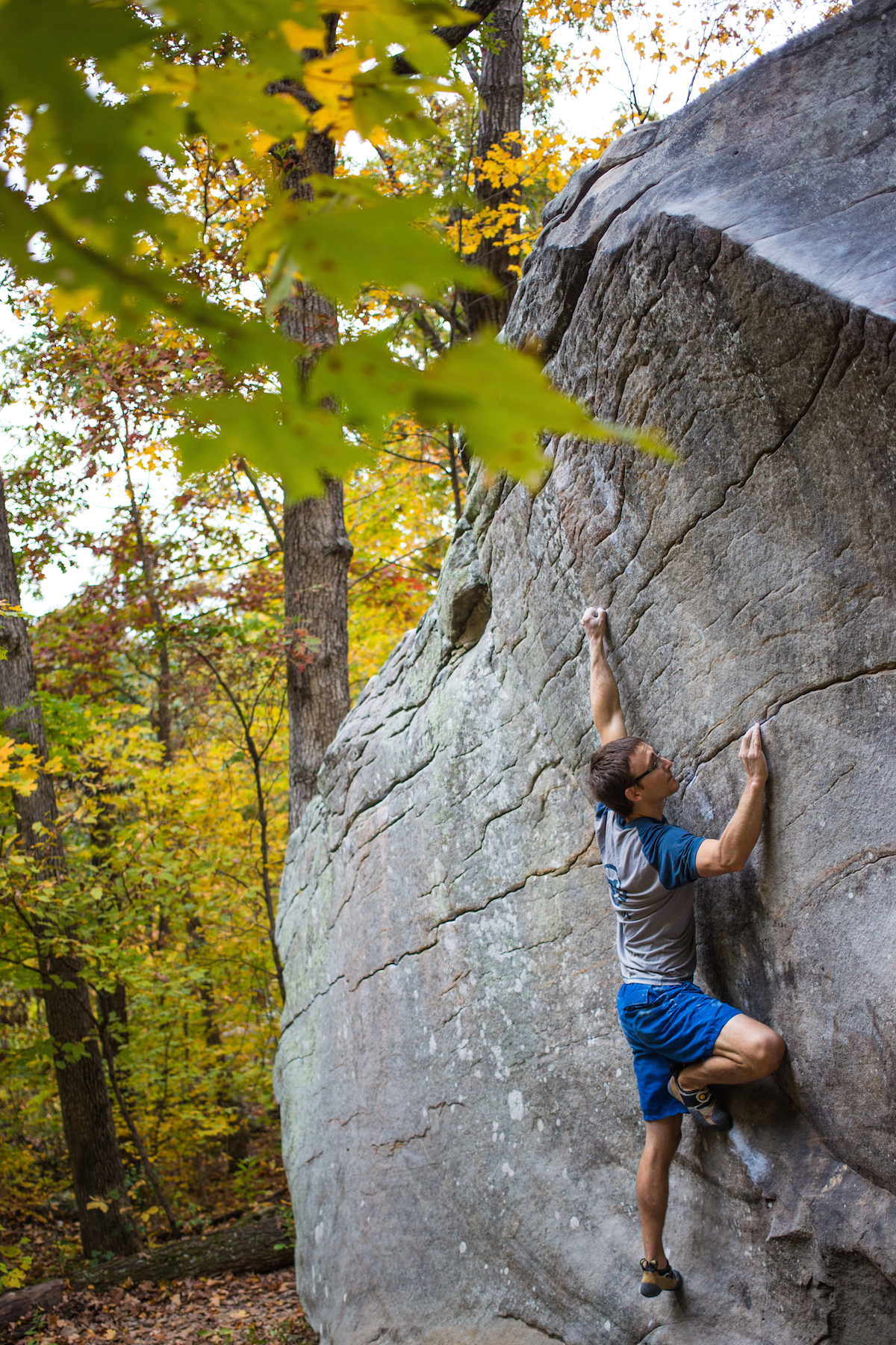 Seth Lytton on Con Artist (V7) at the Holy Boulder, IL.
