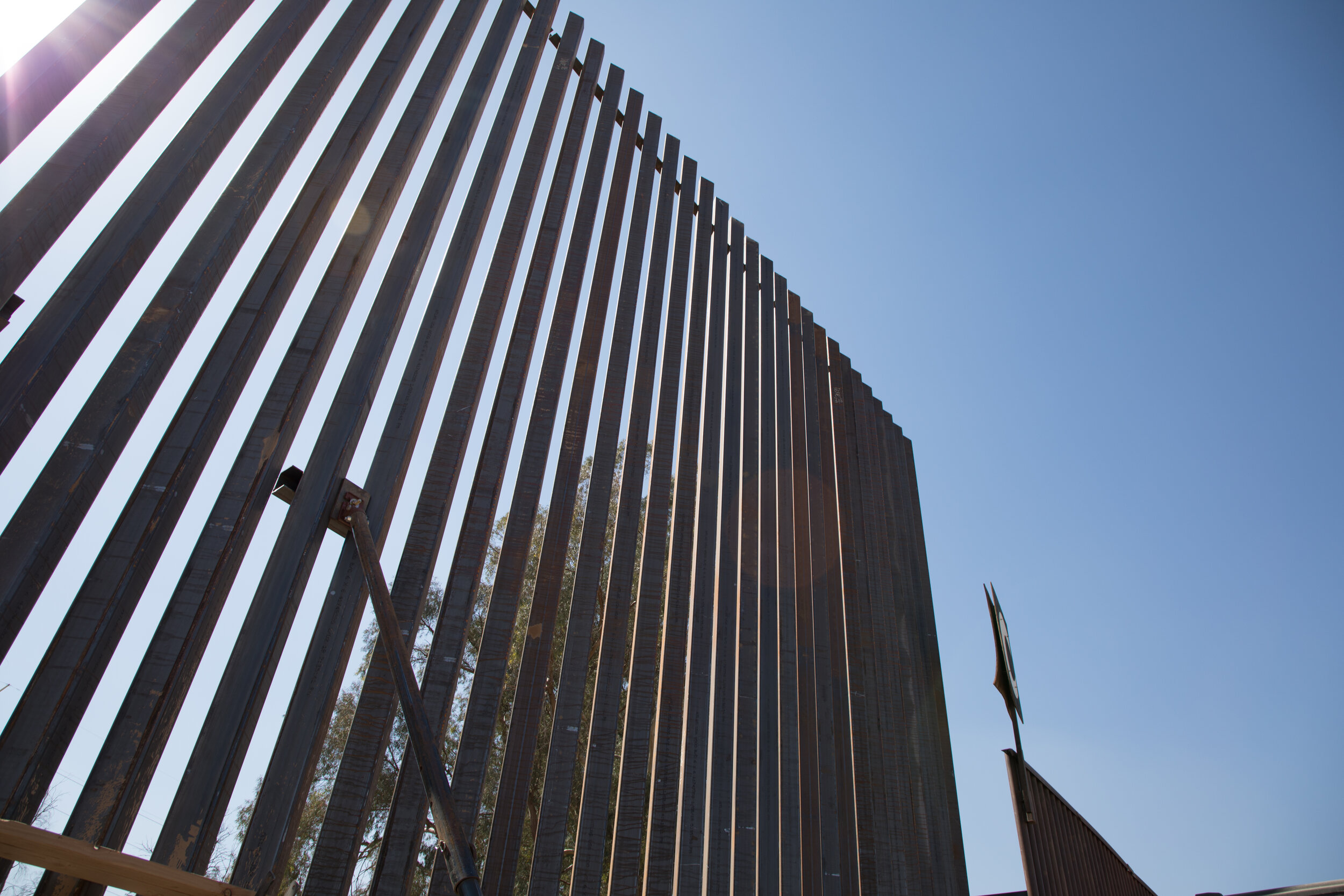 el-centro-border-wall-replacement-project_26665129438_o.jpg