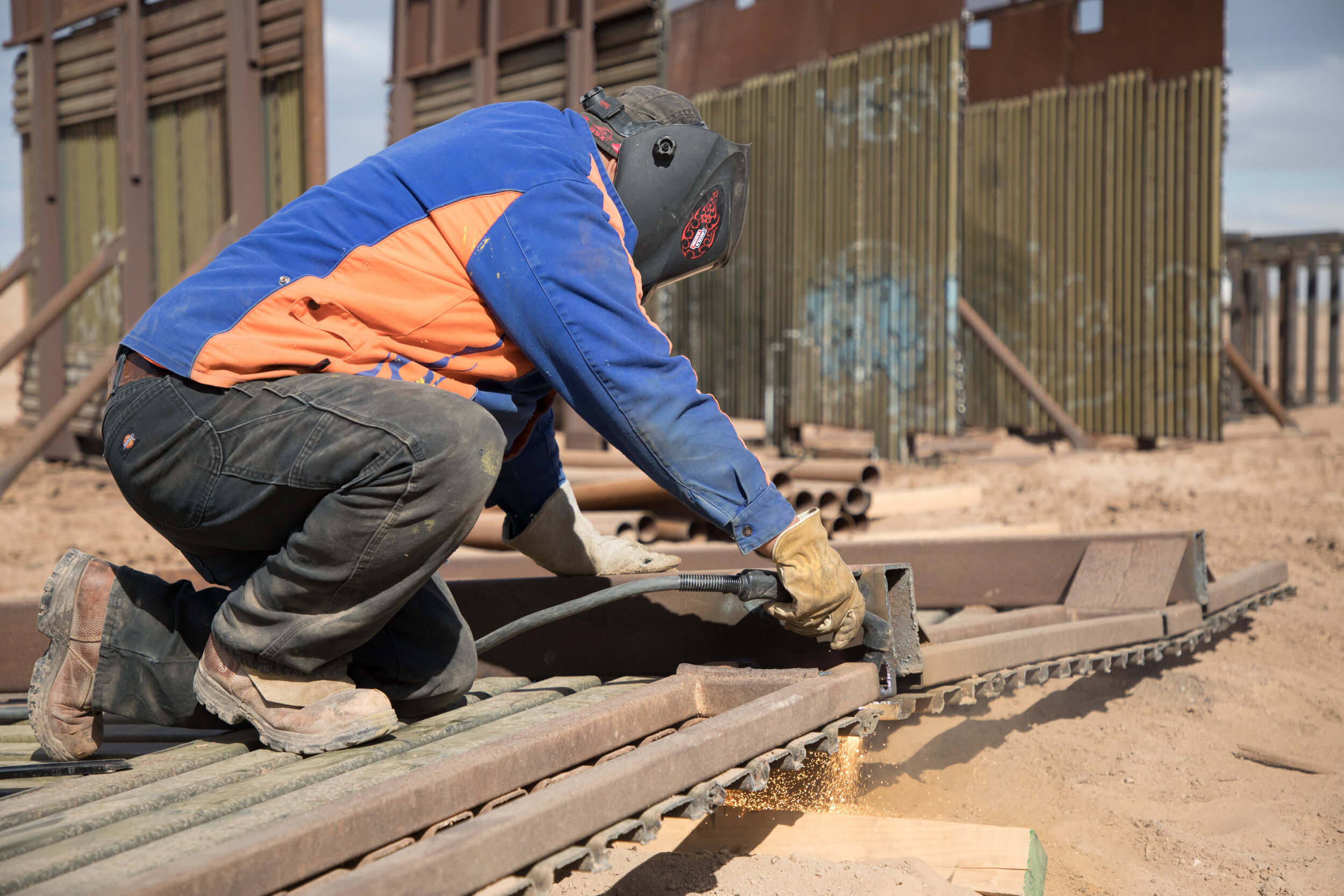 el-centro-border-wall-replacement-project_38726128000_o.jpg