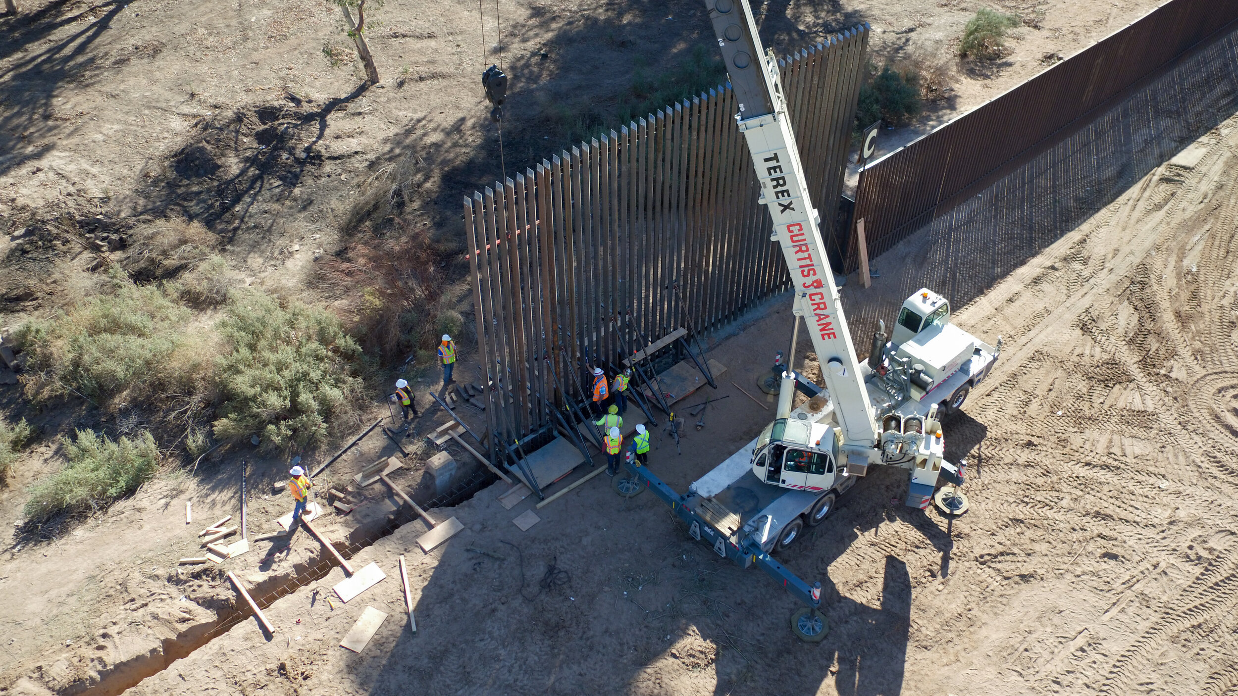 el-centro-border-wall-replacement-project_39825667124_o.jpg