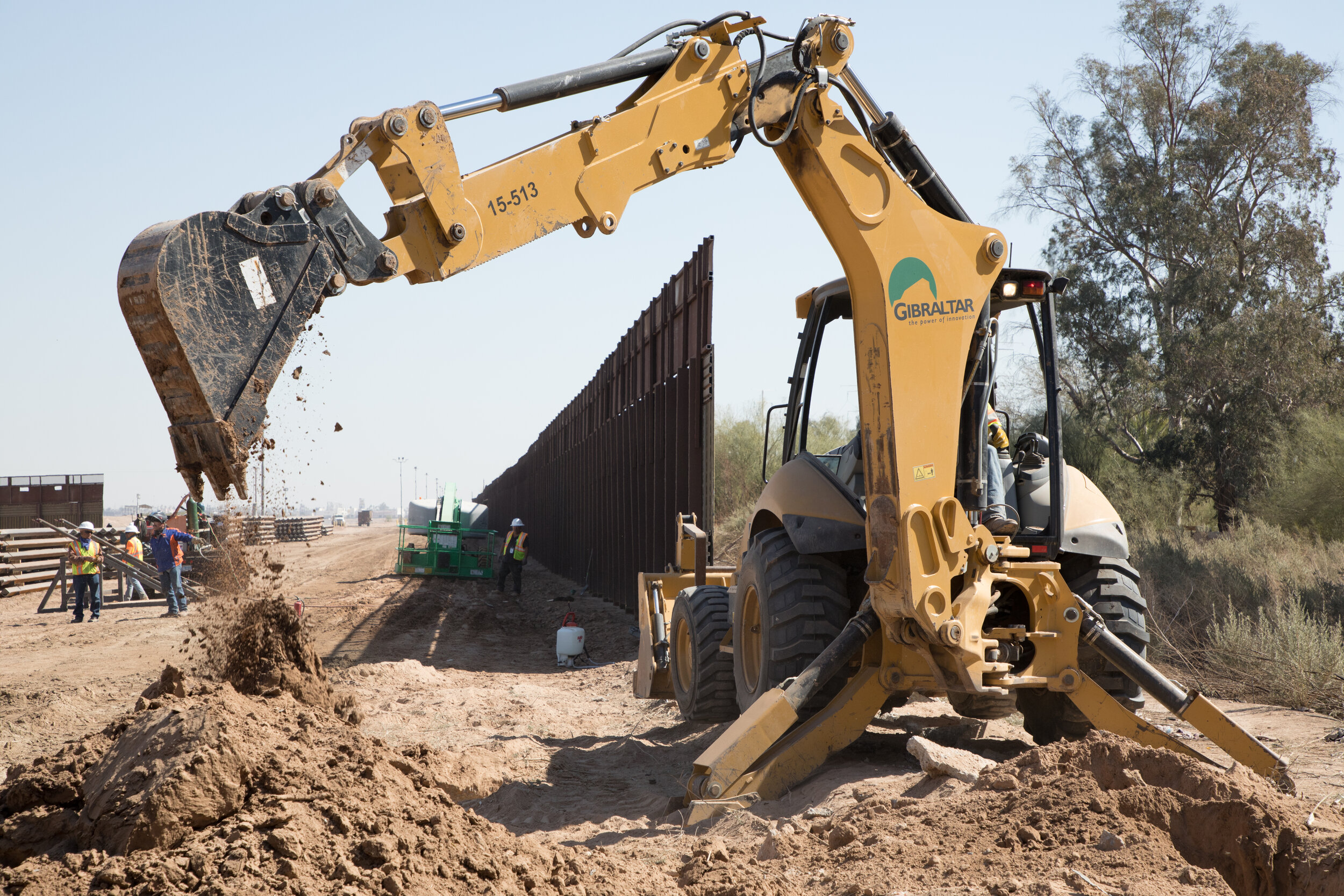el-centro-border-wall-replacement-project_39825663964_o.jpg