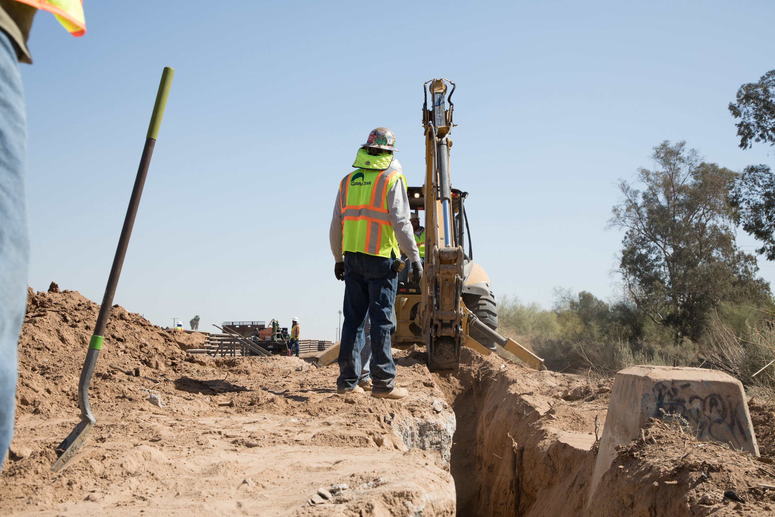 el-centro-border-wall-replacement-project_39825670474_o.jpg