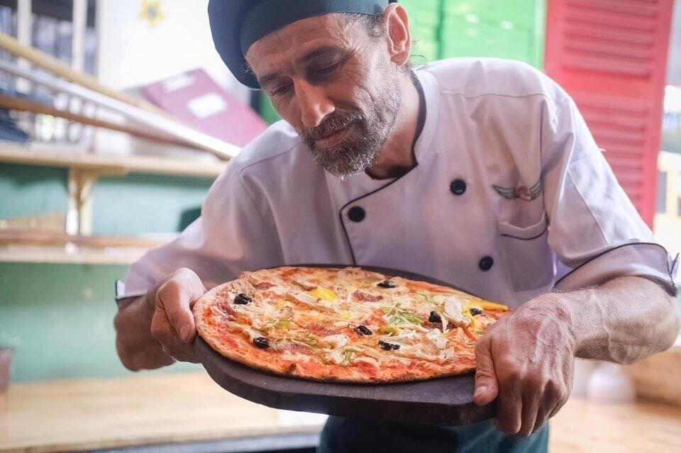 baradise leo and pizza.jpg