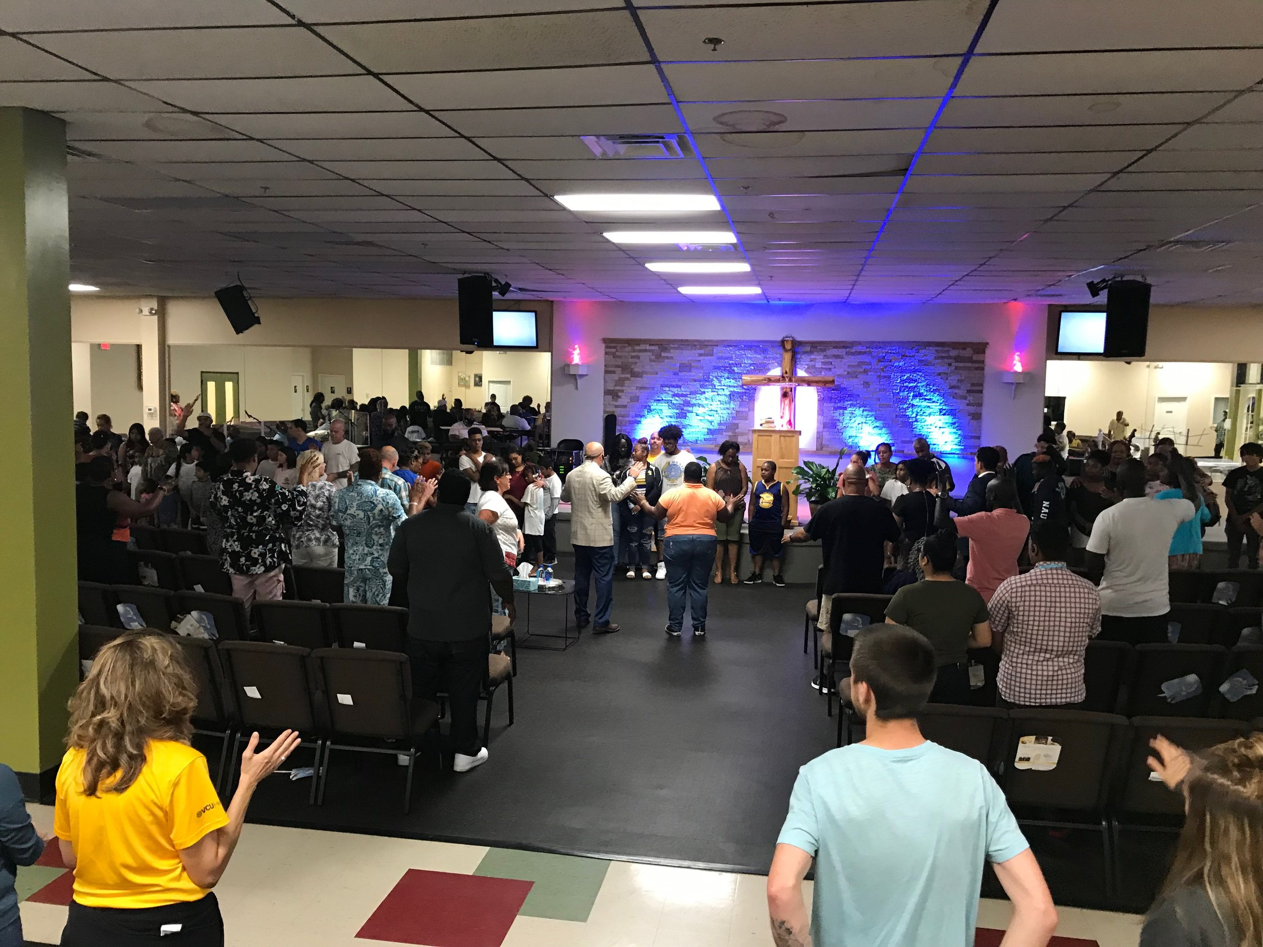 WELCOME TO M3 CHURCH   Showing God's love with no strings attached    I'm New     Español
