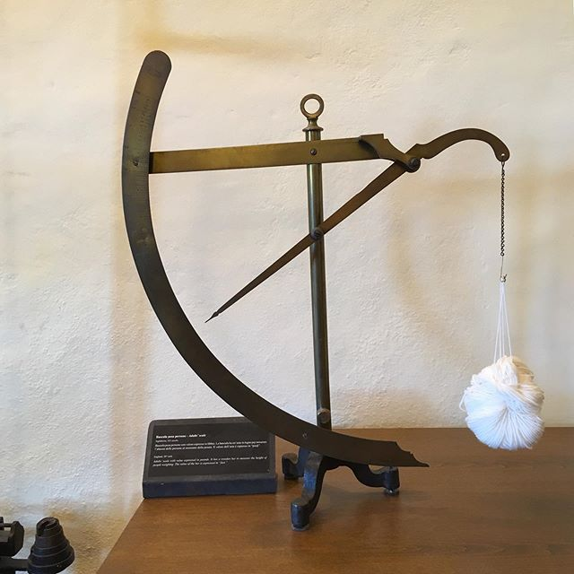 Another beautiful, elegant scale, for wool this time. #scales #weighingscales #monterchi #tuscanyitaly