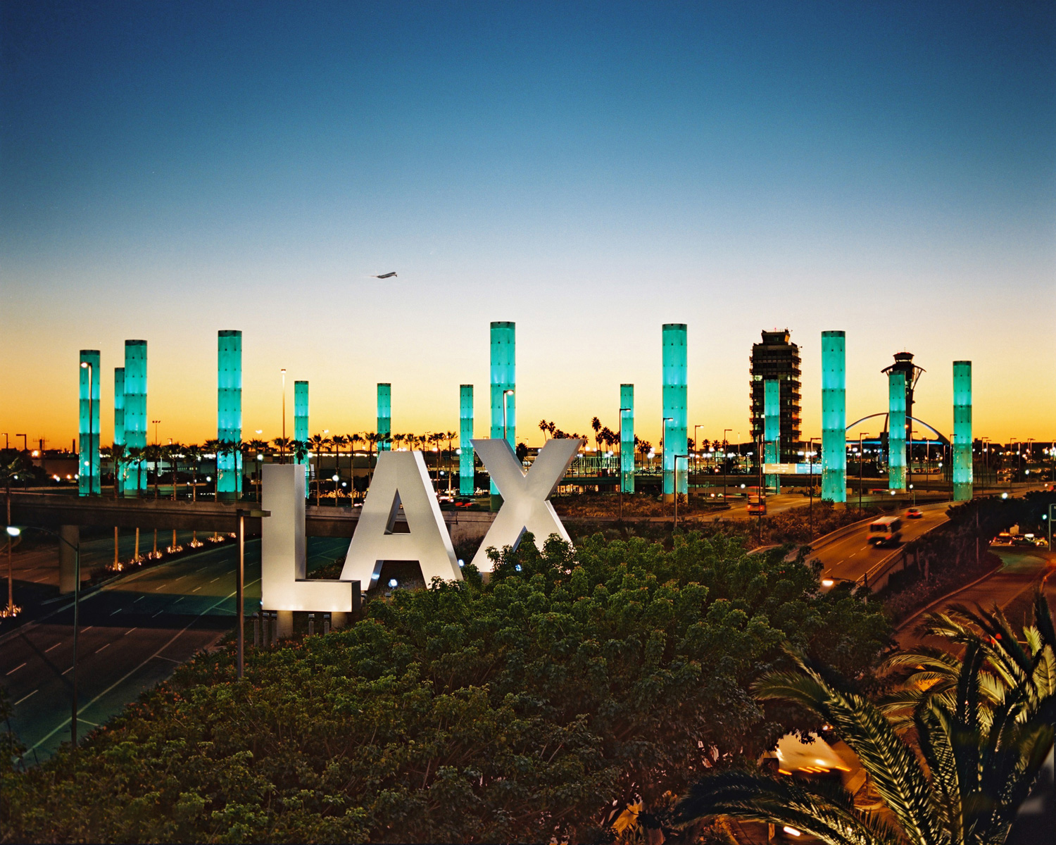 LAX Terminal 2 - Breeze has taken flight at LAX T2.Check us out on your next trip!*Stay tuned. We'll be expanding soon.