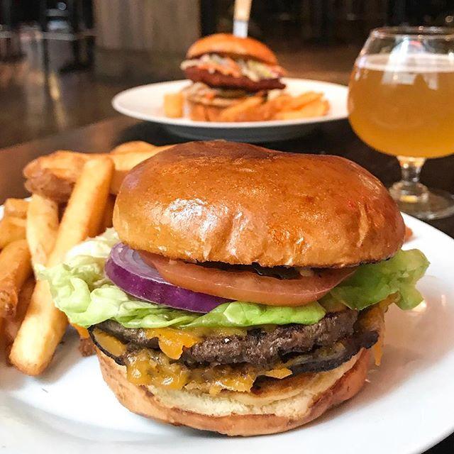 It's always #burgertime here at Randolph Tavern. 🍔🤤 - - - - - - #burgertime #burgermania #burgerporn #chifood #forkyeah #chicagofoodauthority #chicagofood #chicagofoodporn #f52grams #foodphotography #foodpornshare #infatuationchi #chicagofoodmag #eeeeeats