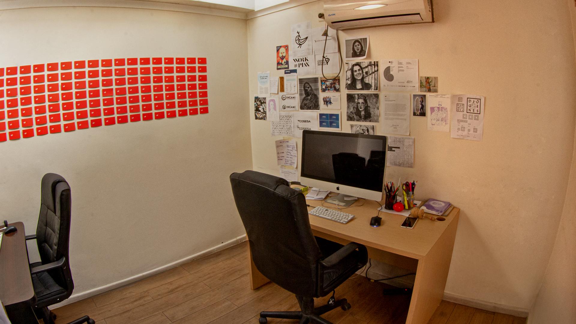 Oficina de 9 m2 sin ventanas, en primer piso.