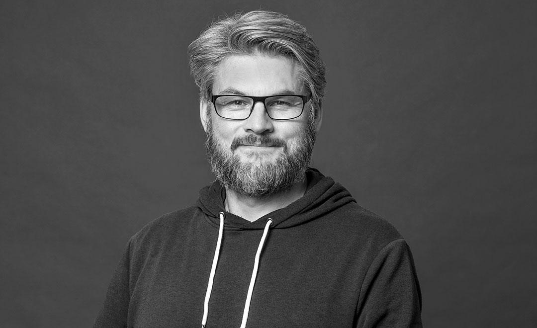 Ragnar Pétur Pétursson  Framleiðandi s. 897 5642  ragnar@atonjl.is
