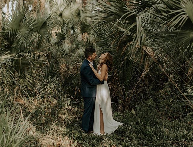 Embracing all the jungles Florida has to offer✨ [Mega props to all my couples who bravely follow my crazy ideas for a shot; you guys are the true rockstars🤘🏼]