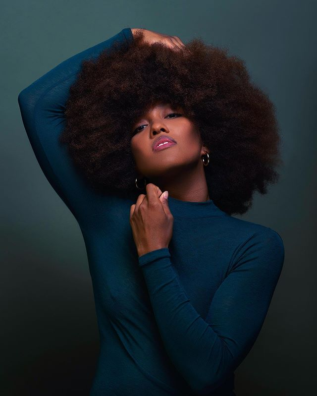 Infusing greens with blues to complement the warmth in her skin tones. Another beautiful take from this first color series. Model 💁🏾‍♀️ @kristynari and style by ✨ @elle_em_be