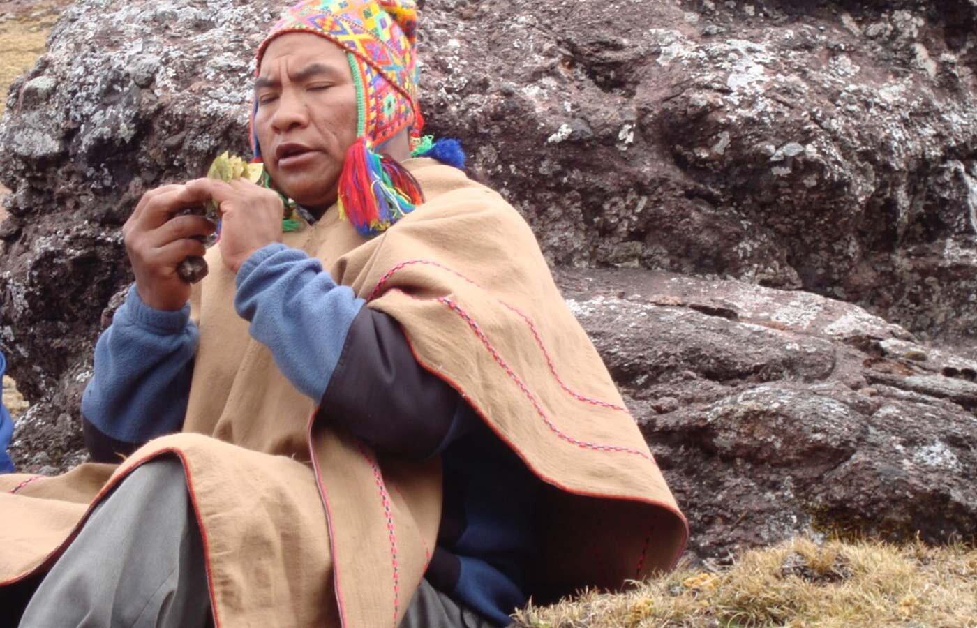 Pampamesayoq coca leaf blessings
