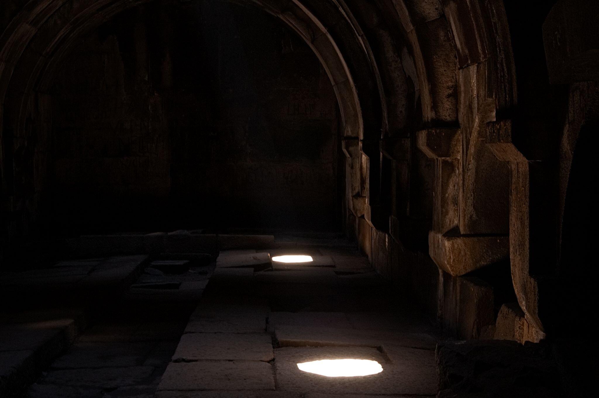 Lichtkegel in einer Karawanserei