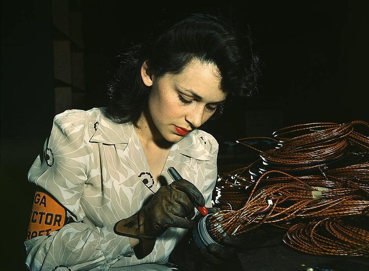 Woman doing electrical work. Photo: FLickr Commons, Library of Congress. David Bransby Photographer