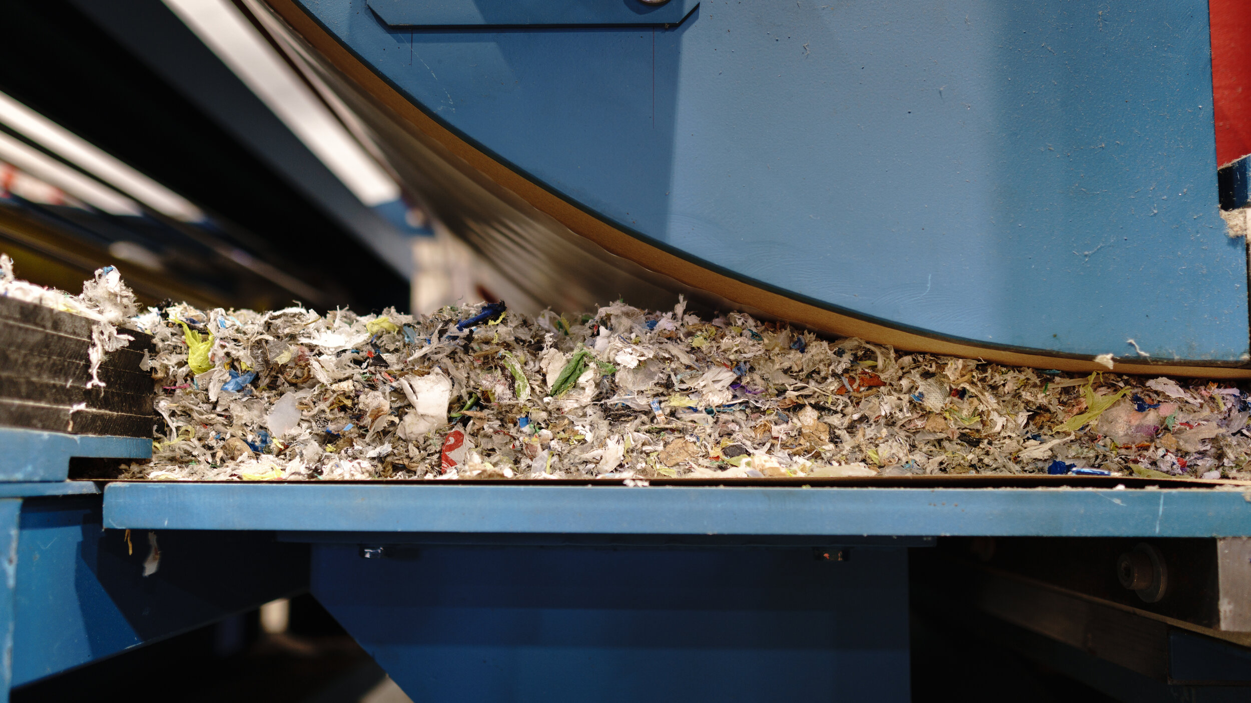 Shredded waste going through the press