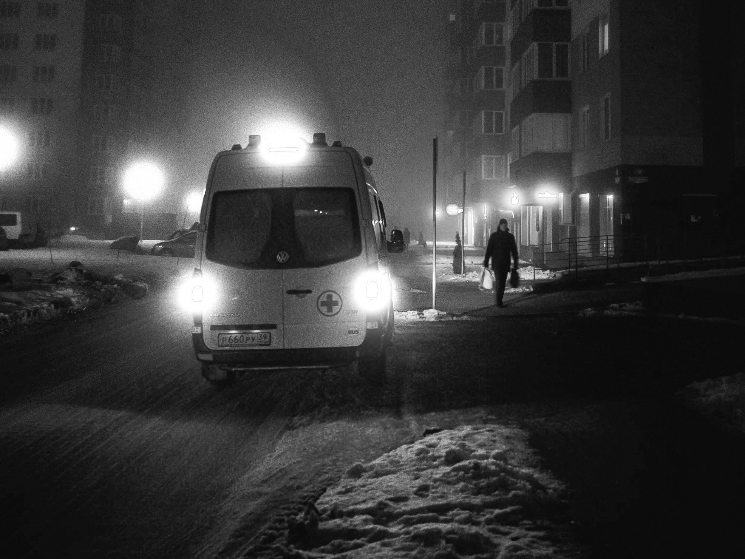 action-ambulance-atmospheric-evening-1853537.jpg