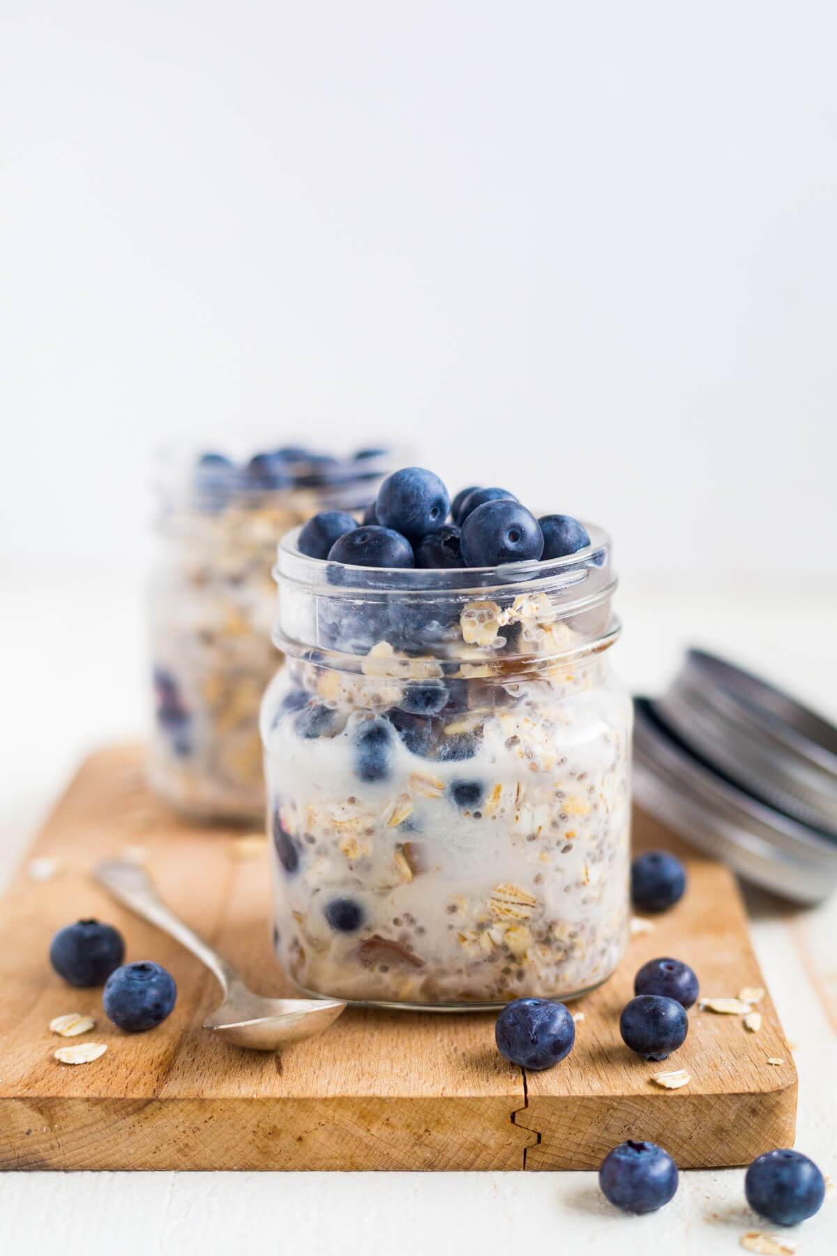 blueberry-overnight-oats-11.jpg