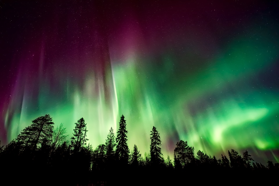 aurora-borealis-2647474_960_720.jpg