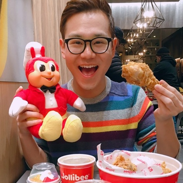 * This is NOT a Jollibee sponsored post. I just REALLY LOVE Jollibee *