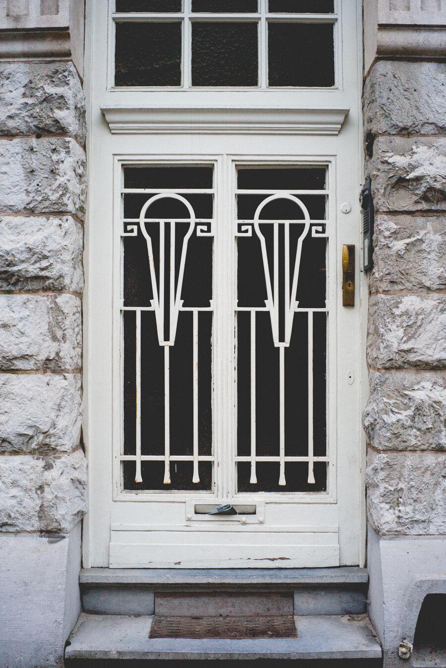 white door-1007108.jpg