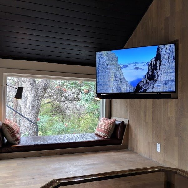 Travis Heights Treehouse - Discreet TV with whole-house Audio
