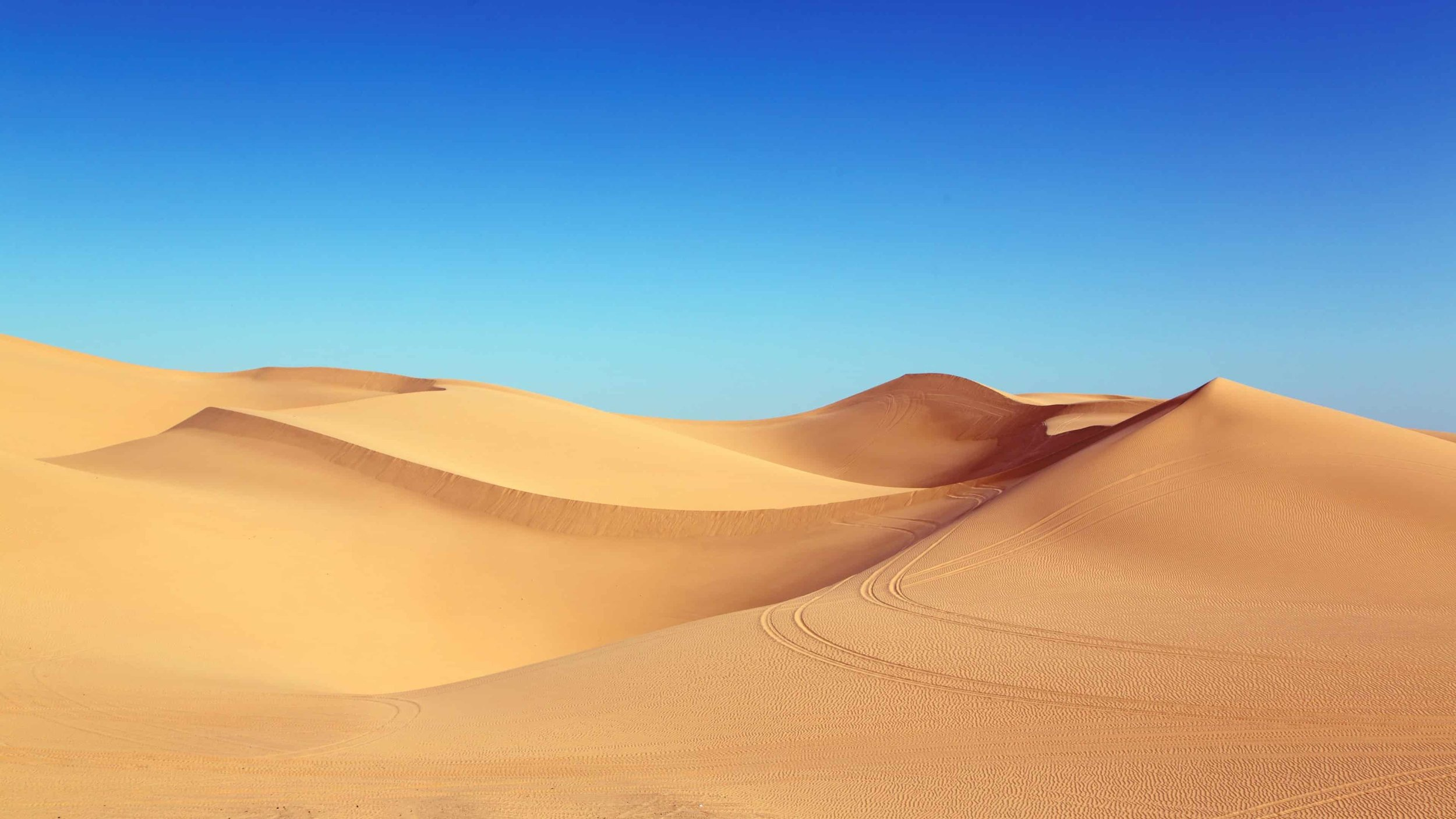 blue-sky-and-desert-dunes-uhd-4k-wallpaper.jpg