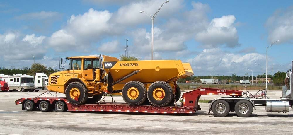 RGN - Maximum freight weight is 42,000 lbs.Maximum freight dimensions:Well Length: Main Deck 29'Well Width: 8.5'Legal Freight Height: 11.6'