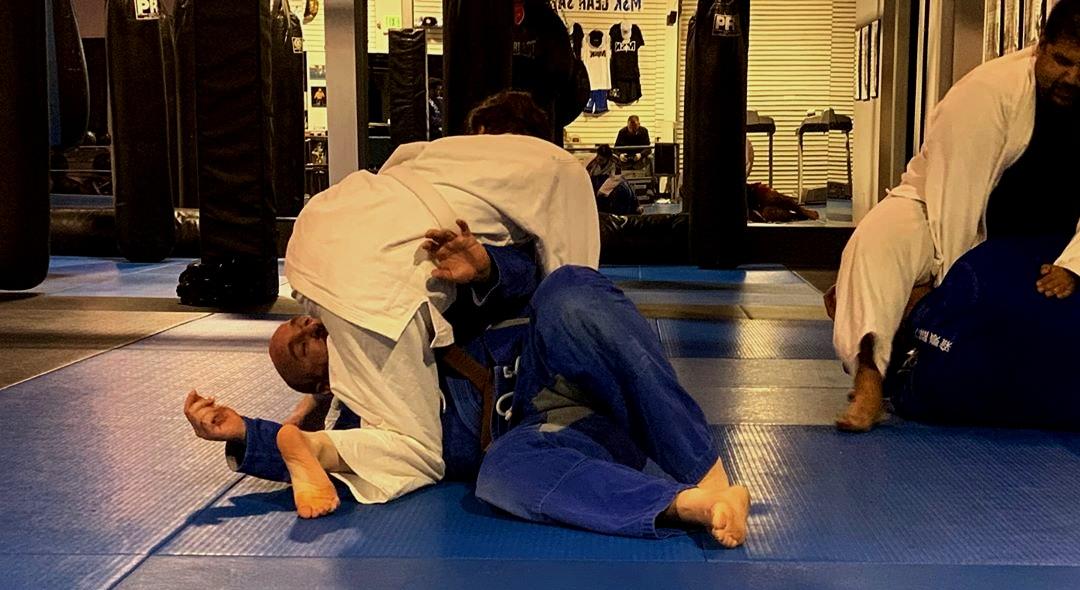 Jiu Jitsu - Learn Brazilian Jiu Jitsu from beginner level to advanced competition. Train like the MMA fighters you see today.