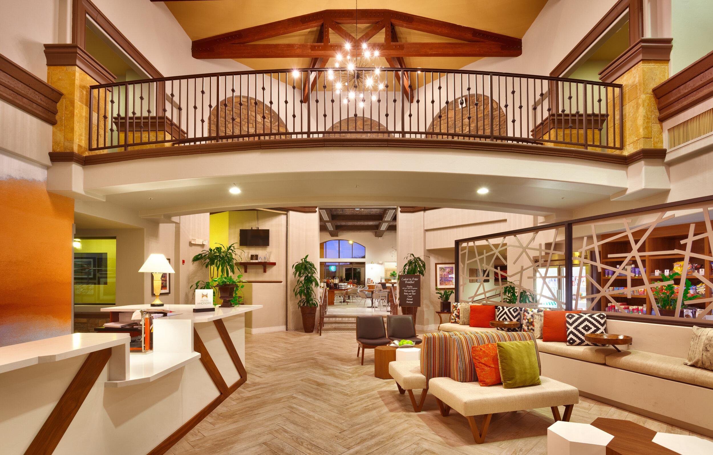 TUSESES-lobby-02.jpg