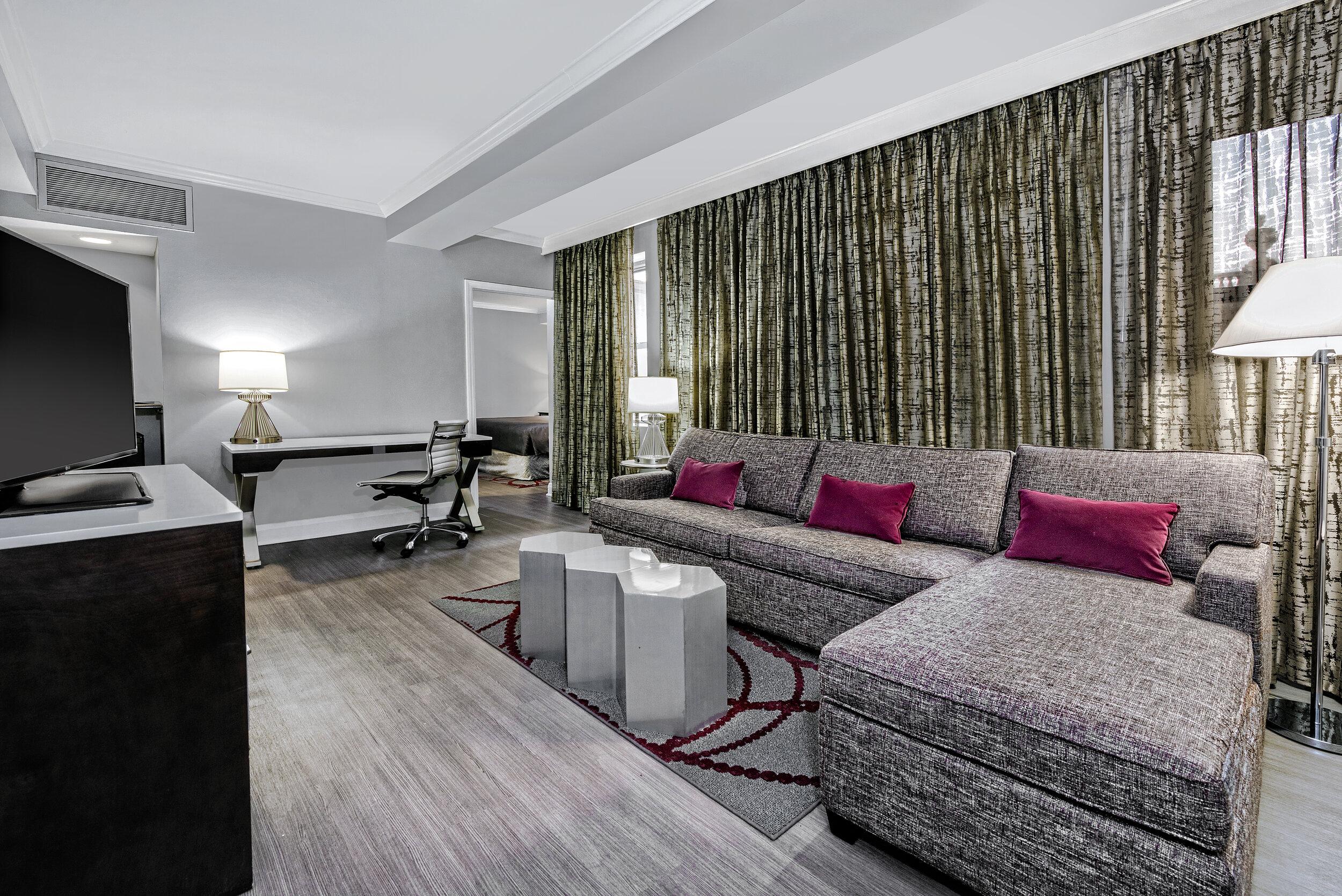 dalar-hotel-indigo-dallas-downtown-king-suite-living-area-rm1113.jpg